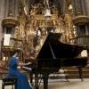 A pianista xaponesa nun momento do concerto na catedral de Santiago