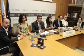 Os secretarios xerais de Cultura, Anxo Lorenzo, e de Política Lingúística, Valentín García, durante a presentación do obradoiro