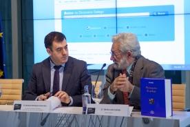 O conselleiro, Román Rodríguez, a directora da Amtega, Mar Pereira, e o editor de Ir Indo, Bieito Ledo, presentaron o proxecto esta mañá