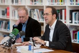 Anxo Lorenzo presenta en roldad e prensa a programación do CGAC