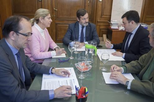 Román Rodríguez reuniuse hoxe co secretario desta institución, así como co secretario de Estado de Cultura