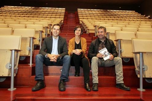 O director da Agadic, Jacobo Sutil, e a concelleira de Cultura de Vilagarcía, Sonia Outón, presentaron hoxe esta carteleira