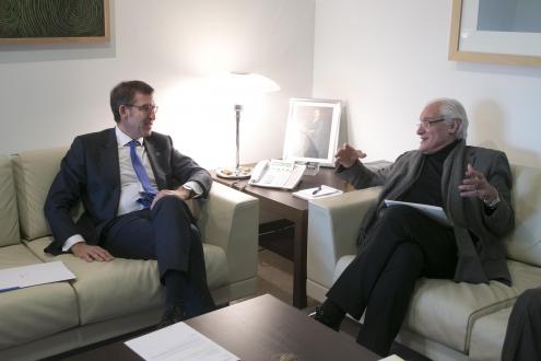 O responsable do Goberno galego mantivo esta tarde unha reunión ordinaria coa Executiva da Real Academia Galega