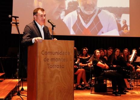 Román Rodríguez participa na inauguración do auditorio de Torroso, en Mos Escoitar